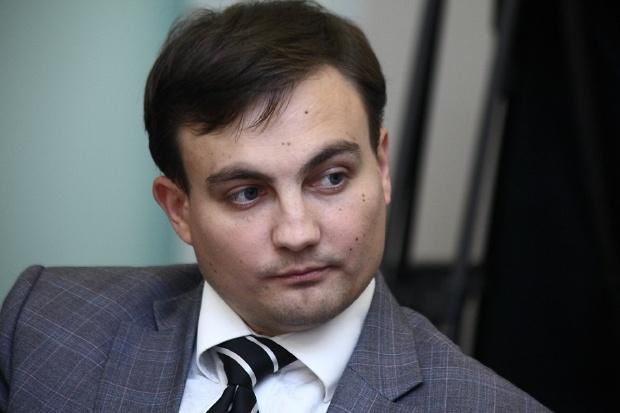 <center><b>Омский депутат стал